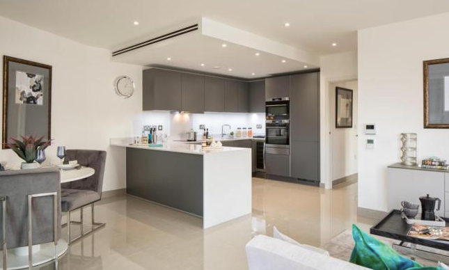 Thumbnail 3 bed flat for sale in Tower Bridge Road, London