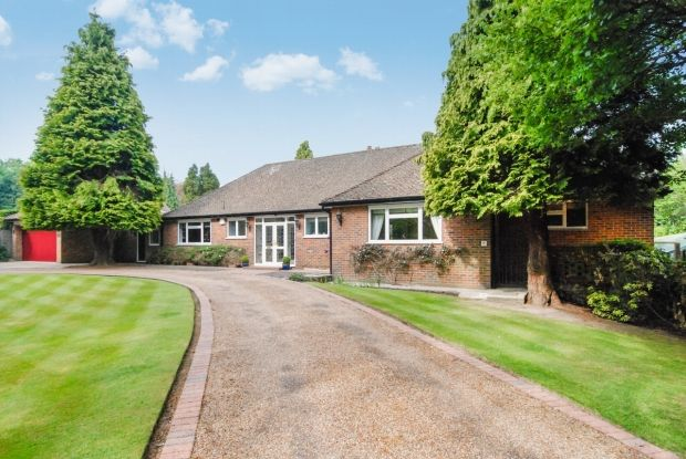 Thumbnail Detached bungalow for sale in Highland Road, Badgers Mount, Sevenoaks