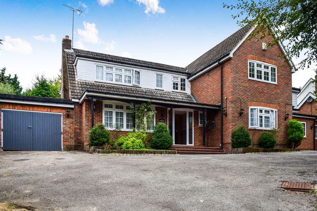 Thumbnail Detached house for sale in Silverthorn Drive, Hemel Hempstead