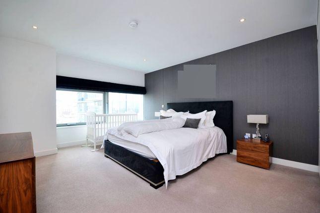 Thumbnail Flat for sale in Landmark, Canary Wharf
