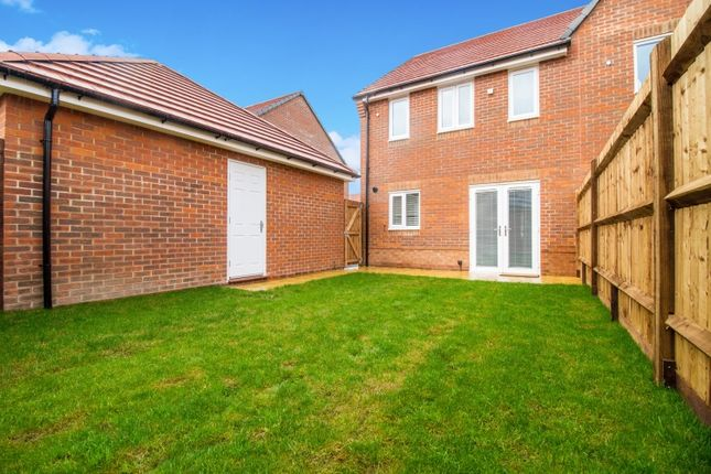 Thumbnail Semi-detached house to rent in Plover End, Didcot