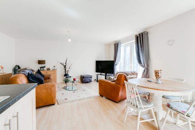 Thumbnail Flat for sale in Heathcote House, Tapton Lock, Chesterfield, Derbyshire