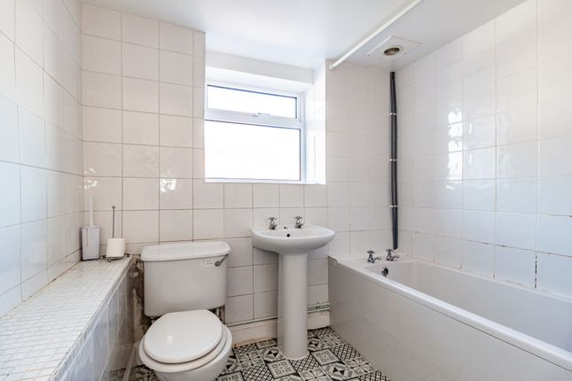 Bathroom of Edgehill Street, Reading, Berkshire RG1