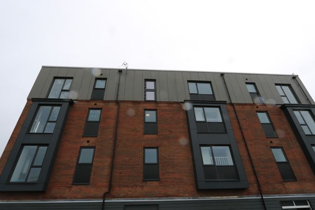 Thumbnail Flat to rent in Neptune Road, Barry