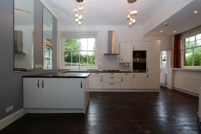 Thumbnail Flat to rent in Ditton Road, Surbiton