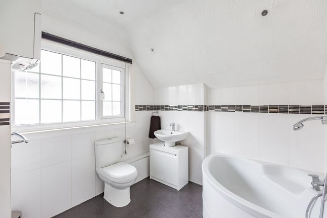 Bathroom of Main Road, Longfield DA3