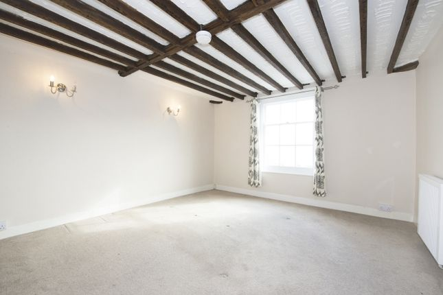3 bed flat to rent in Market Square, Bicester