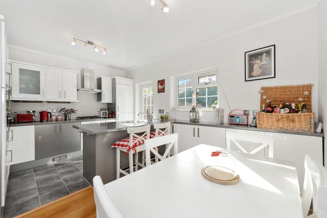 2 bed flat for sale in Windmill Road, Brentford