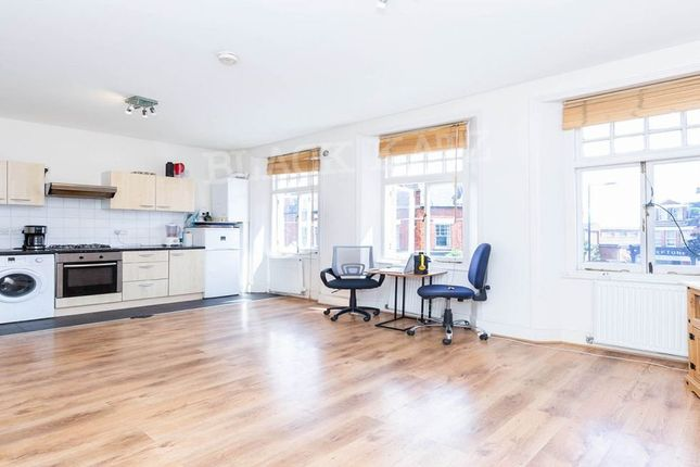 2 bed flat to rent in Church Lane, London N8