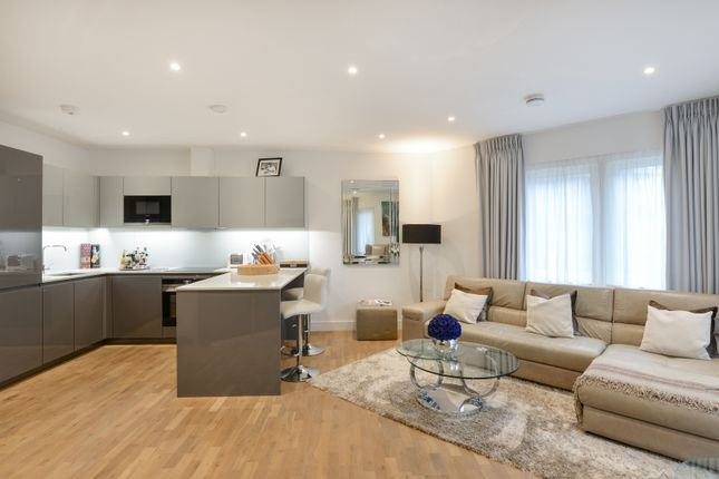 Thumbnail Flat for sale in Trafalgar House, Battersea Reach, London