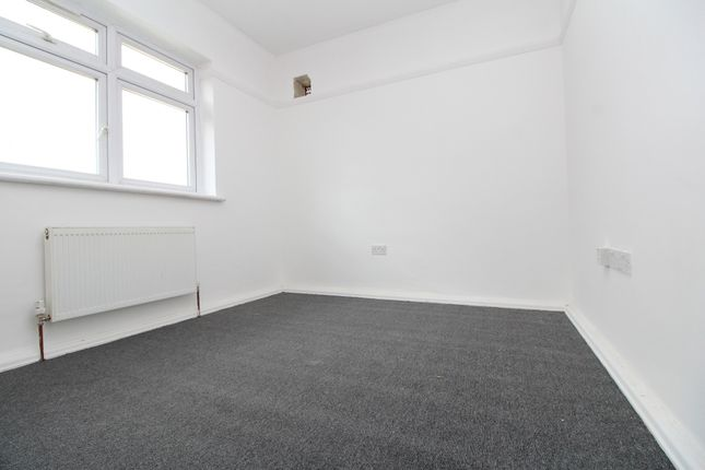 Thumbnail Flat to rent in Cantwell Road, Shooters Hill