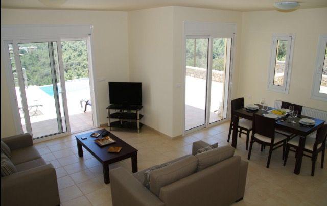 Villas Poppy & Hibiscus Lounge & Dining Areas