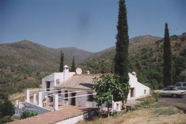 Thumbnail Villa for sale in New Golden Mile, Malaga, Spain