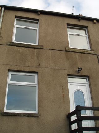 Thumbnail Terraced house to rent in Holmfield View, Clayton West, Huddersfield