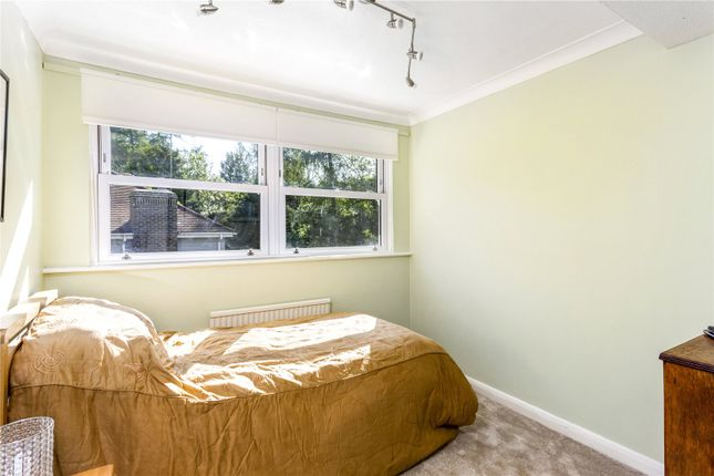Picture No. 20 of The Glade, Kingswood, Tadworth, Surrey KT20