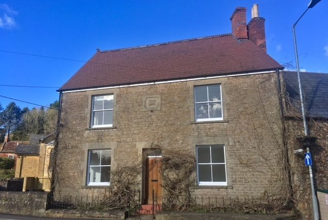2 bedroom flat to rent in High Street, Bruton