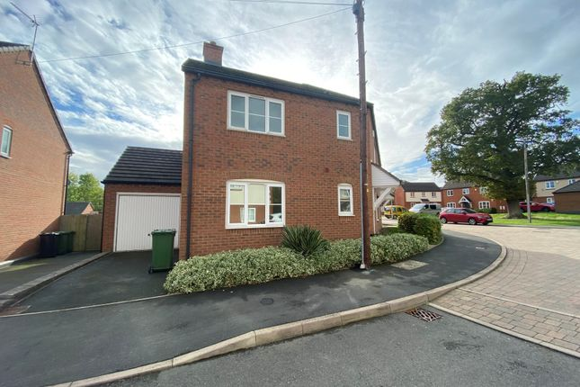 3 bed semi-detached house to rent in Mabbs Close, Worcester WR4