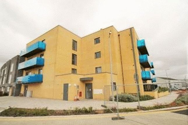 3 bed property to rent in Crossness Road, Barking