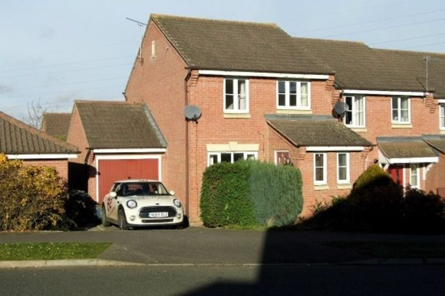 Thumbnail Town house to rent in Sunningdale, Grantham