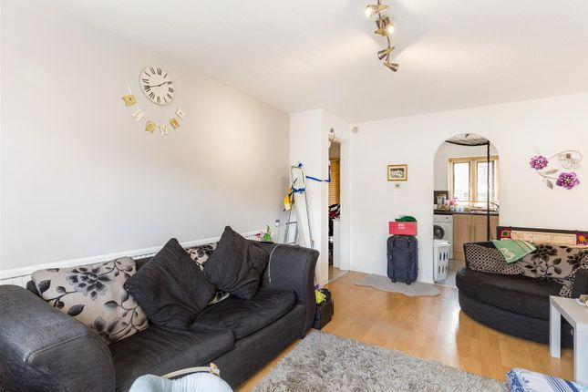1 bed flat for sale in Derwent Road, Raynes Park