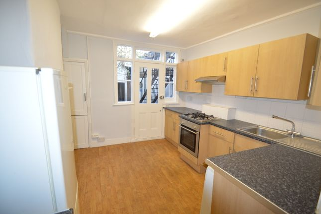 2 bed maisonette to rent in Putney Bridge Road, Putney