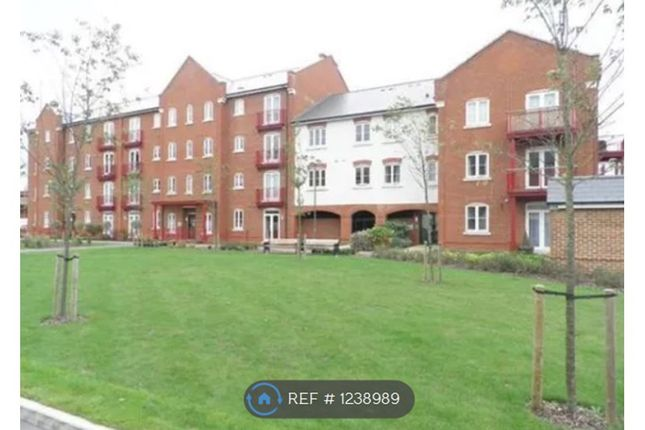 2 bed flat to rent in Barnshaw House, Aylesbury HP21