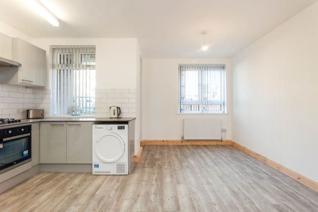 2 bed flat to rent in Sewardstone Road, London E2