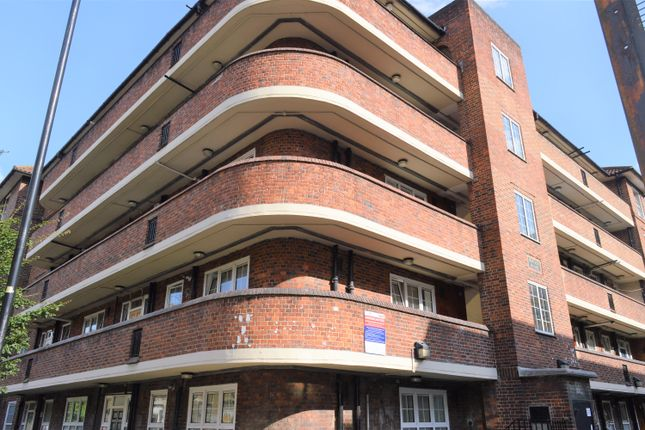 4 bed flat to rent in Quaker Street, London