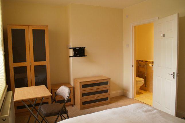 Studio to rent in Victoria Road, Swindon