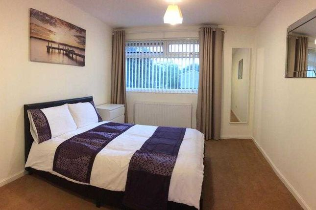 Thumbnail Shared accommodation to rent in Hurst Avenue, Sale