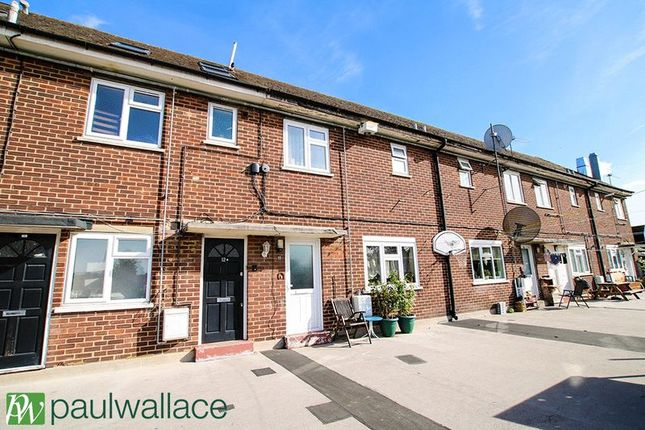 Thumbnail Flat for sale in Clayton Parade, Turners Hill, Cheshunt, Waltham Cross
