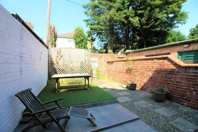 Woodland terrace darlington dl3 4 bedroom town house for for 23 woodlands terrace