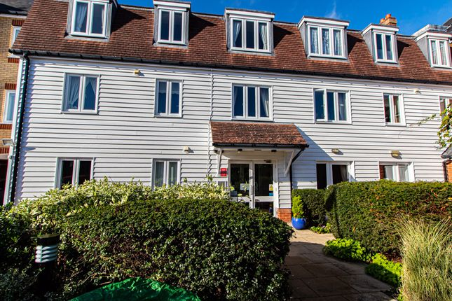 2 bed flat for sale in Roche Close, Rochford SS4