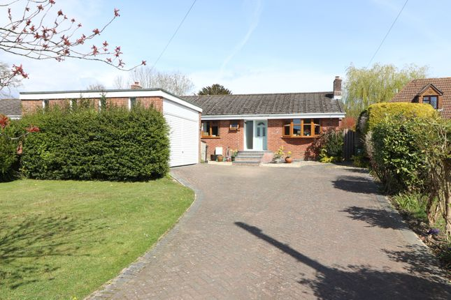 Thumbnail Detached bungalow for sale in Pern Drive, Botley, Southampton