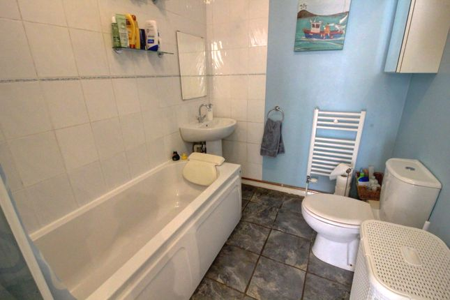 Bathroom of Glenborne Road, Leicester LE2