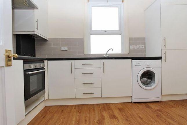 Thumbnail Maisonette to rent in Lyndhurst Road, London