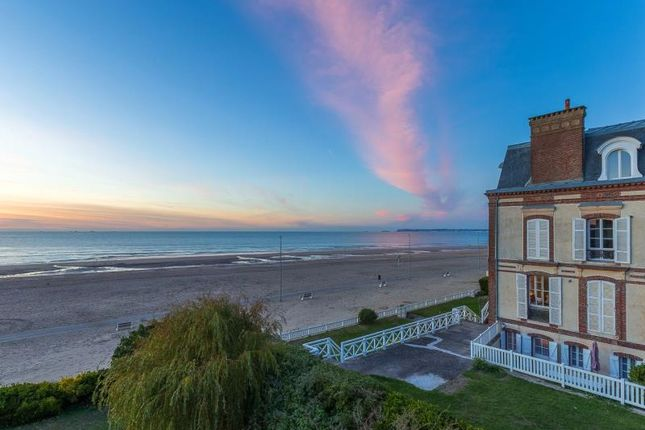 Thumbnail Apartment for sale in Apartment In 19th Century Villa, Trouville-Sur-Mer, Calvados