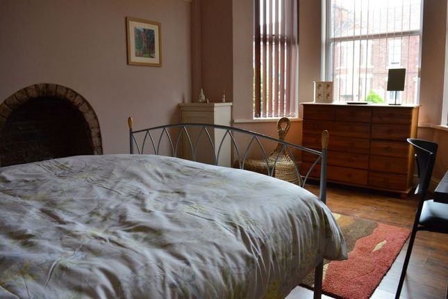 Thumbnail Shared accommodation to rent in Hungerford Road, Crewe