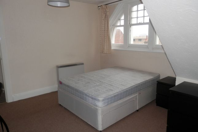 Room to rent in 24 Holdenhurst Road, Bournemouth