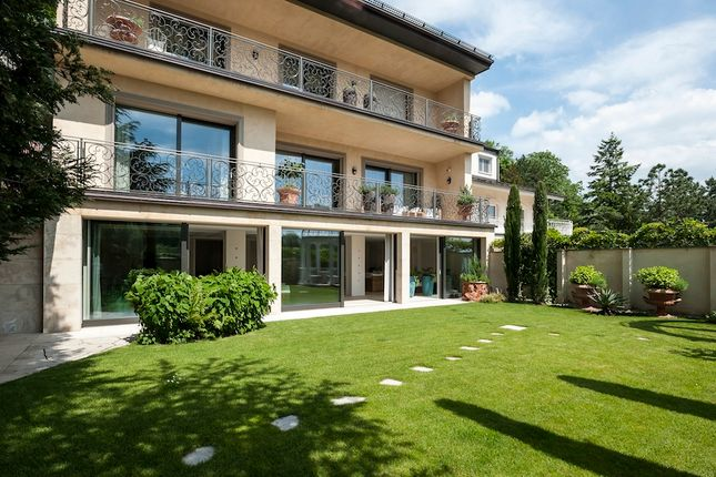 Thumbnail Villa for sale in At001, Near Grinzig, Vienna, Austria