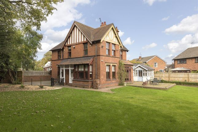 Thumbnail Detached house for sale in Birmingham Road, Warwick