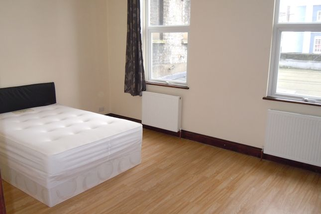 Thumbnail Flat to rent in Kennington Rd, London