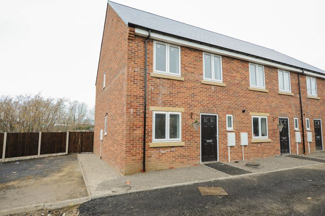 Thumbnail Town house for sale in Upper King Street, Brimington, Chesterfield