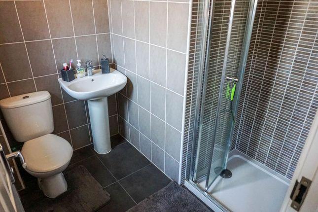 En-Suite of Jenham Drive, Sileby, Loughborough LE12