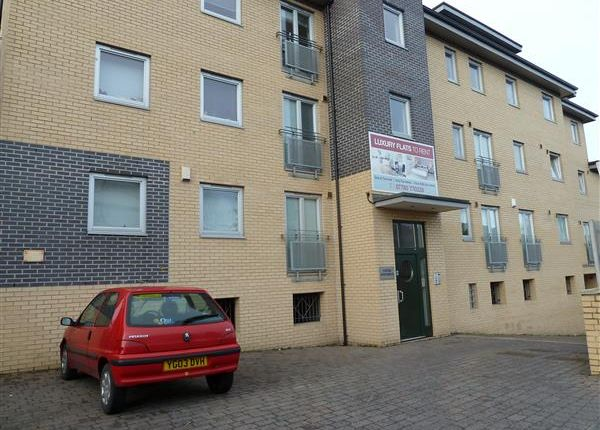 Thumbnail Flat to rent in Station Road, Crossgates, Leeds