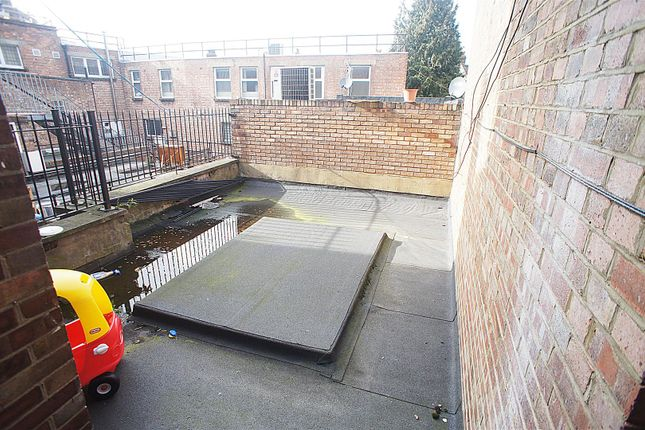 Flat Roof of Green Lanes, London N13