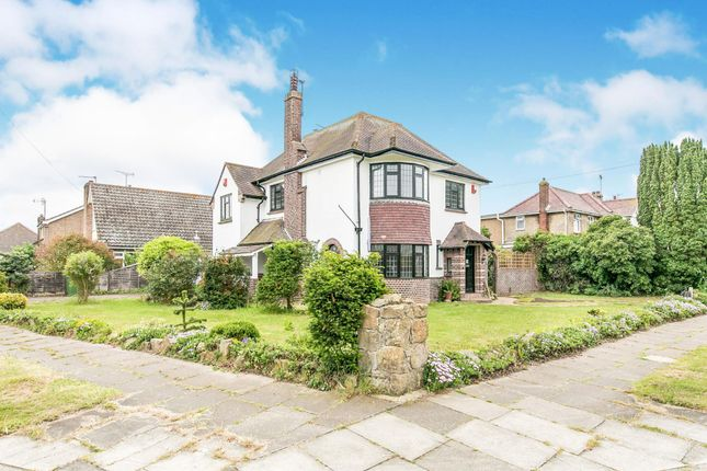 Thumbnail Detached house to rent in First Avenue, Clacton On Sea, Essex