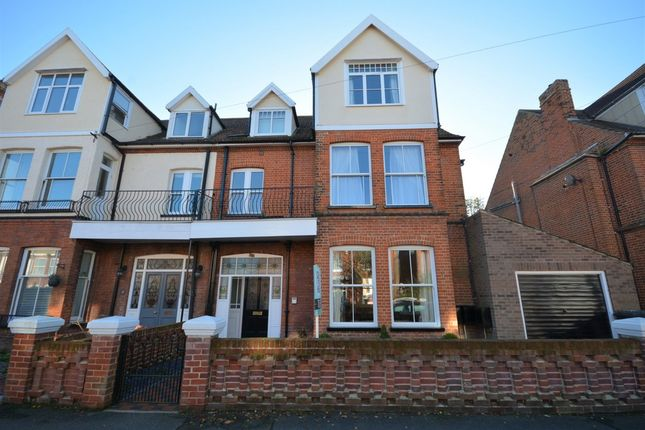 Thumbnail Flat to rent in Lyndhurst Road, Lowestoft
