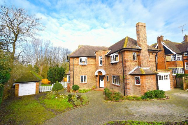 3 bed detached house for sale in Sunset View, Barnet
