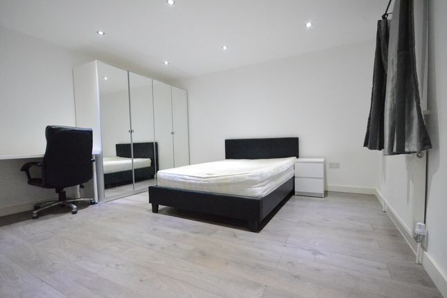Thumbnail Room to rent in Macs Close, Padworth, Reading
